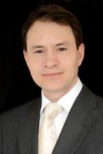 Dr Richard Lee Kin - specialist Periodontist & founder, Mint Clinic